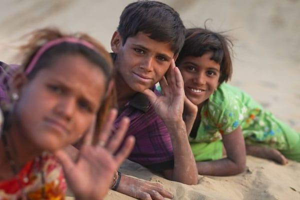Children-in-Rajasthan-desertx600